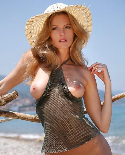 Glam model Nikki
