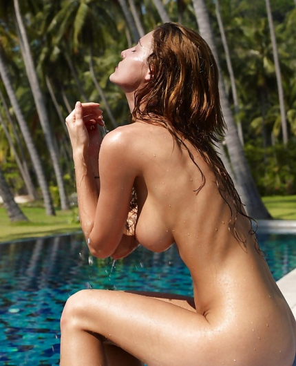 Ivette Blanche getting wet