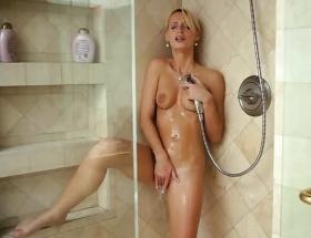 Erica Fontes hot shower