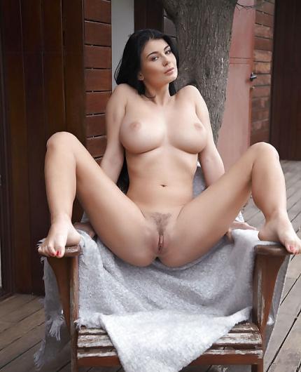 Lucy li nackt