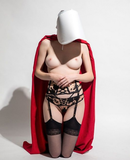 Emily Bloom  nackt